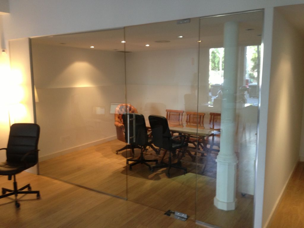 Vidres per a despatxos la cristaleria de barcelona for Oficina treball barcelona
