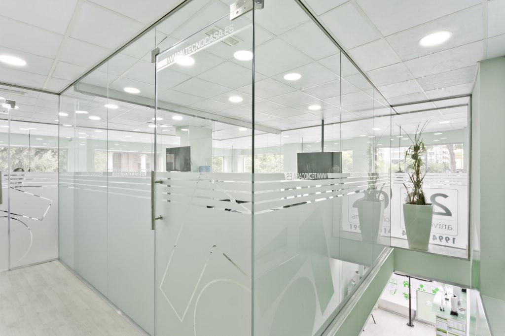 Cristales para despachos la cristaleria de barcelona - Cristales para paredes ...